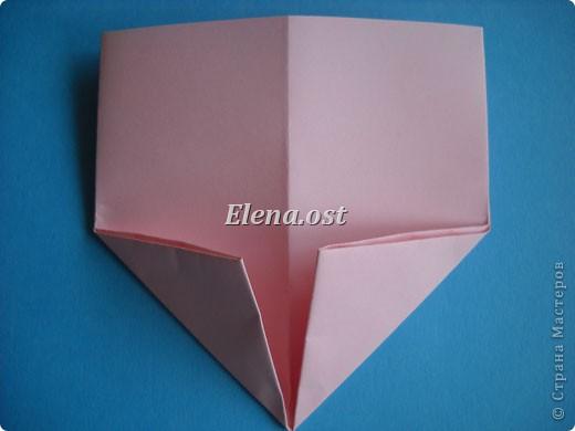 При копировании статьи, целиком или частично, пожалуйста, указывайте активную ссылку на источник! http://stranamasterov.ru/user/9321 http://stranamasterov.ru/node/144100 Сумочка-валентинка в технике оригами - отличный вариант праздничной упаковки для подарка. Бумага (лучше взять упаковочную красочную), ленточка и клей - материалы необходимые для создания праздничной упаковки ко дню Валентина, на 8 Марта, на день рождения, день свадьбы или др. знаменательное событие. фото 10