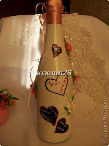 Вот такую бутылочку я сделала на День Св.Валентина.Бант чуть на бочок -это так задумано. Ленты разной длины.а в сердцах слово любовь на многих языках мира!!!  фото 4