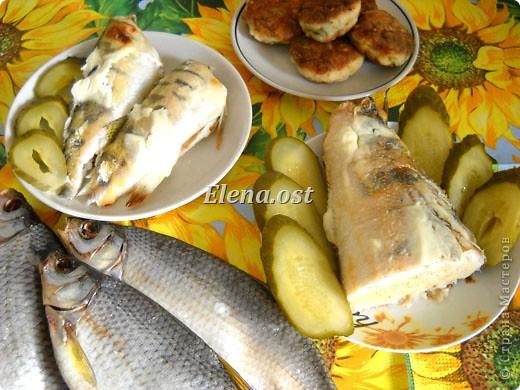 При копировании статьи, целиком или частично, пожалуйста, указывайте активную ссылку на источник! http://stranamasterov.ru/user/9321 http://stranamasterov.ru/node/148143 Продолжаю рыбную тему http://stranamasterov.ru/node/145422. Судак, карась, тарань - вот такое рыбное трио на столе у рыбака. Судак, фаршированный целиком, рыбные тефтели, рыба под майонезом, тарань вяленая, блинчики из рыбной икры - вот перечень сегодняшних блюд. фото 1