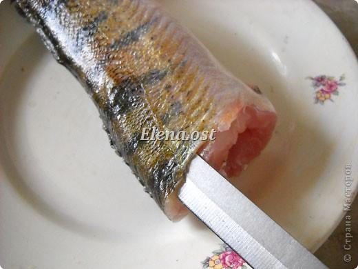 При копировании статьи, целиком или частично, пожалуйста, указывайте активную ссылку на источник! http://stranamasterov.ru/user/9321 http://stranamasterov.ru/node/148143 Продолжаю рыбную тему http://stranamasterov.ru/node/145422. Судак, карась, тарань - вот такое рыбное трио на столе у рыбака. Судак, фаршированный целиком, рыбные тефтели, рыба под майонезом, тарань вяленая, блинчики из рыбной икры - вот перечень сегодняшних блюд. фото 6
