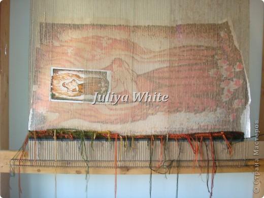 Вид творчества: ткачество Материалы: деревянная рама, шерстяные нити, шпагат, вилка(для прибивки нити утка))  фото 2