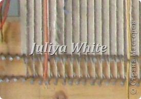 Вид творчества: ткачество Материалы: деревянная рама, шерстяные нити, шпагат, вилка(для прибивки нити утка))  фото 3
