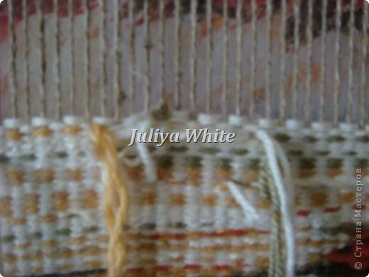 Вид творчества: ткачество Материалы: деревянная рама, шерстяные нити, шпагат, вилка(для прибивки нити утка))  фото 6