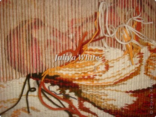 Вид творчества: ткачество Материалы: деревянная рама, шерстяные нити, шпагат, вилка(для прибивки нити утка))  фото 8