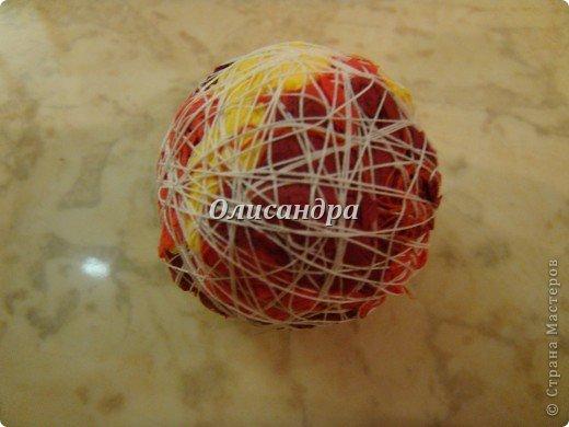 """Это мой второй """"розовый"""" шар... первый здесь... http://stranamasterov.ru/node/148587#comment-1146633 Я не буду повторять весь процесс его изготовления, расскажу только об отличиях..., поэтому, пожалуйста, если будут какие-то вопросы...посмотрите шар №1...Возможно, там найдете ответ... :))  Я решила сделать три шарика в одной цветовой гамме, но, чтобы они были не совсем одинаковые... Итак, рассказываю, как это происходило...  Розочки делала по МК  n-eonila http://stranamasterov.ru/node/79625?c=favorite_c И за это ей ОГРОМНОЕ СПАСИБО!  По просьбам рукодельниц, сделала дополнительный МК по сборке """"лепесточков"""" в розу... http://stranamasterov.ru/node/152143#comment-1173142 фото 7"""