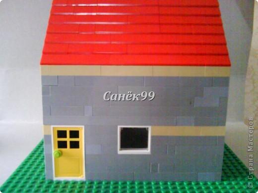 У этого дома открывается дверь и окно. фото 1