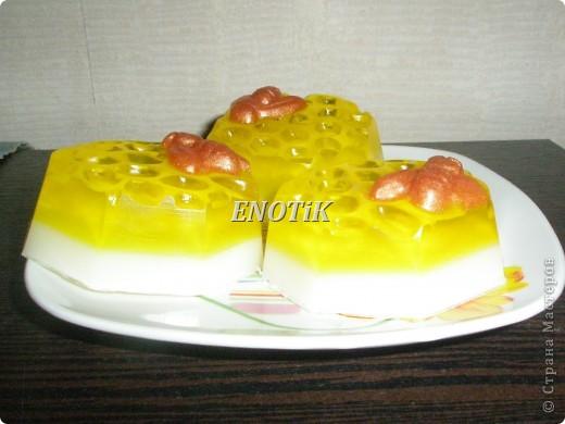 Медовый аромат,в составе натуральный мед,масла,пчеклка окрашена пигментом фото 2