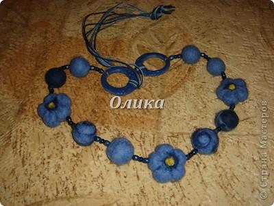 Попросили сделать синие в одну нитку- благо и бусины, и кольца остались) фото 1