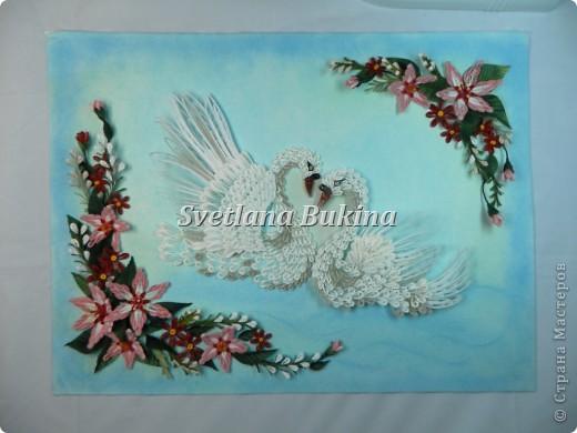 Всем доброго дня и солнечного настроения! Представляю вам свою новую работу Белых лебедей. Рамка для них сделана с подсветкой  (белые и немного голубых светодиодов снизу), а фотографировали ночью, в темноте.  фото 2