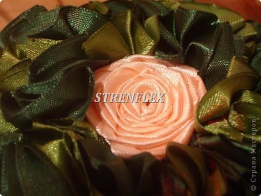 Это продолжение моей атласно-розовой темы получилось в подарок для няни моего сынульки на день рождения! Захотелось сделать деревце в нежных и романтичных цветах, потому что родилась она 14 февраля. фото 2
