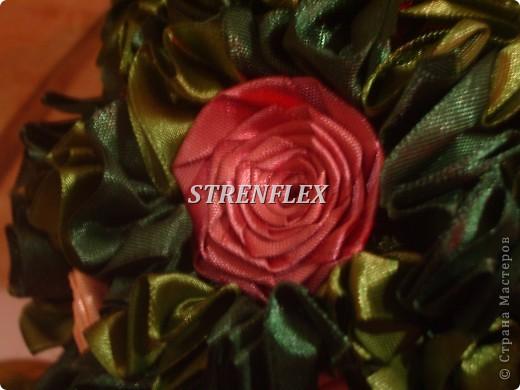 Это продолжение моей атласно-розовой темы получилось в подарок для няни моего сынульки на день рождения! Захотелось сделать деревце в нежных и романтичных цветах, потому что родилась она 14 февраля. фото 3