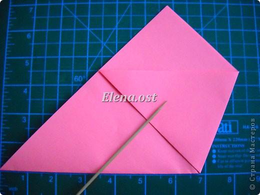 При копировании статьи, целиком или частично, пожалуйста, указывайте активную ссылку на источник! http://stranamasterov.ru/user/9321 http://stranamasterov.ru/node/152999 Открытка-сумочка в технике оригами -- очень удобный вариант поздравления. В сумочку можно положить небольшой сувенир и сладкий подарок. Открытку можно украсить различными декоративными элементами. фото 11
