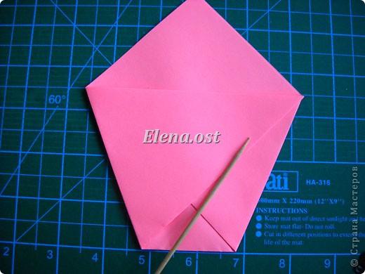 При копировании статьи, целиком или частично, пожалуйста, указывайте активную ссылку на источник! http://stranamasterov.ru/user/9321 http://stranamasterov.ru/node/152999 Открытка-сумочка в технике оригами -- очень удобный вариант поздравления. В сумочку можно положить небольшой сувенир и сладкий подарок. Открытку можно украсить различными декоративными элементами. фото 12
