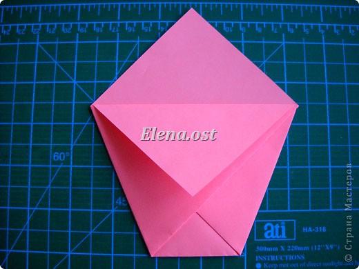 При копировании статьи, целиком или частично, пожалуйста, указывайте активную ссылку на источник! http://stranamasterov.ru/user/9321 http://stranamasterov.ru/node/152999 Открытка-сумочка в технике оригами -- очень удобный вариант поздравления. В сумочку можно положить небольшой сувенир и сладкий подарок. Открытку можно украсить различными декоративными элементами. фото 13
