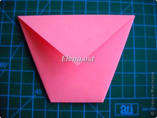 При копировании статьи, целиком или частично, пожалуйста, указывайте активную ссылку на источник! http://stranamasterov.ru/user/9321 http://stranamasterov.ru/node/152999 Открытка-сумочка в технике оригами -- очень удобный вариант поздравления. В сумочку можно положить небольшой сувенир и сладкий подарок. Открытку можно украсить различными декоративными элементами. фото 14