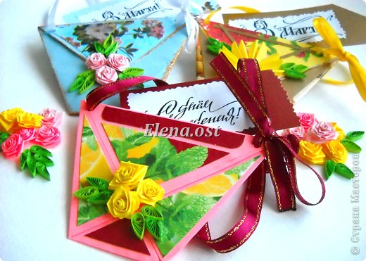 При копировании статьи, целиком или частично, пожалуйста, указывайте активную ссылку на источник! http://stranamasterov.ru/user/9321 http://stranamasterov.ru/node/152999 Открытка-сумочка в технике оригами -- очень удобный вариант поздравления. В сумочку можно положить небольшой сувенир и сладкий подарок. Открытку можно украсить различными декоративными элементами. фото 1