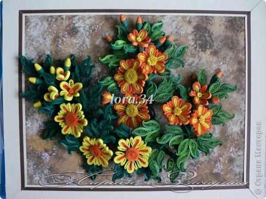 """Моя новая работа """"РЫЖИКИ"""", связана с фото, который сделал мой папа у себя возле дома, мне так понравились оранжевые ноготки под снегом, это так необычно для нашей местности, что мне захотелось сделать такие же солнечные и оранжевые цветочки, правда без снега и небольшими веточками.Вся работа 30см*24см. фото 10"""