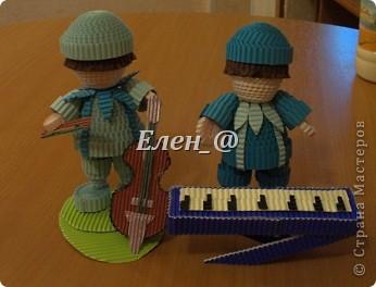 """в планах сделать ансамбль """"Радужный"""". Перед вами голубой и синий музыканты. Зеленый скрипач в процессе изготовления, и певцы- девочки красного, оранжевого, желтого, фиолетового цветов... фото 1"""
