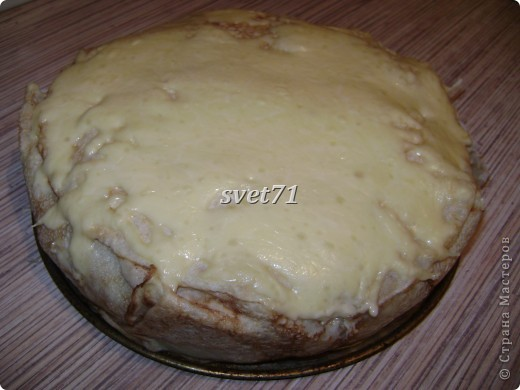 Напечь блинов 11 штучек,начинку сделать:куринная грудка,грибы,лук,нарезать и поджарить.Рис и яйца сварить,яйца нарезать.Перемешать.В форму для выпечки уложить 1 блин,потом 5 блинов как цветок улодить,что бы края свисали.Уложить половину начинки,2 блина полодить,между блинами сыр на тёрке.Потом начинку опять,ещё 1 блин,потом завернуть края нашего цветка,и ещё 2 блина и сверху сыр,и в духовочку на 10 минуток.Готово!Приятного аппетита!