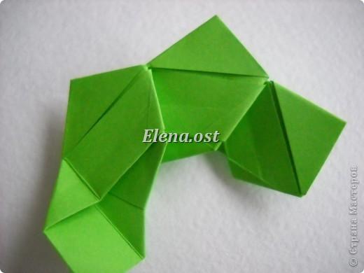 Кусудама Enrica. 60 модулей. Собираем 12 цветов-звездочек на клей по пять модулей. При квадрате 5Х5 см размер кусудамы 8 см, при 7Х7 см - 12 см. Бумагу лучше брать офисную для принтера или специальную для оригами. При копировании статьи, целиком или частично, пожалуйста, указывайте активную ссылку на источник! http://stranamasterov.ru/node/157778 http://stranamasterov.ru/user/9321  фото 21