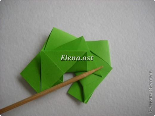 Кусудама Enrica. 60 модулей. Собираем 12 цветов-звездочек на клей по пять модулей. При квадрате 5Х5 см размер кусудамы 8 см, при 7Х7 см - 12 см. Бумагу лучше брать офисную для принтера или специальную для оригами. При копировании статьи, целиком или частично, пожалуйста, указывайте активную ссылку на источник! http://stranamasterov.ru/node/157778 http://stranamasterov.ru/user/9321  фото 22
