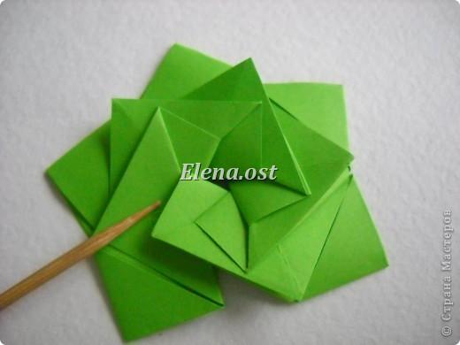 Кусудама Enrica. 60 модулей. Собираем 12 цветов-звездочек на клей по пять модулей. При квадрате 5Х5 см размер кусудамы 8 см, при 7Х7 см - 12 см. Бумагу лучше брать офисную для принтера или специальную для оригами. При копировании статьи, целиком или частично, пожалуйста, указывайте активную ссылку на источник! http://stranamasterov.ru/node/157778 http://stranamasterov.ru/user/9321  фото 24