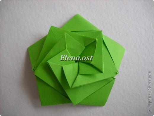 Кусудама Enrica. 60 модулей. Собираем 12 цветов-звездочек на клей по пять модулей. При квадрате 5Х5 см размер кусудамы 8 см, при 7Х7 см - 12 см. Бумагу лучше брать офисную для принтера или специальную для оригами. При копировании статьи, целиком или частично, пожалуйста, указывайте активную ссылку на источник! http://stranamasterov.ru/node/157778 http://stranamasterov.ru/user/9321  фото 25