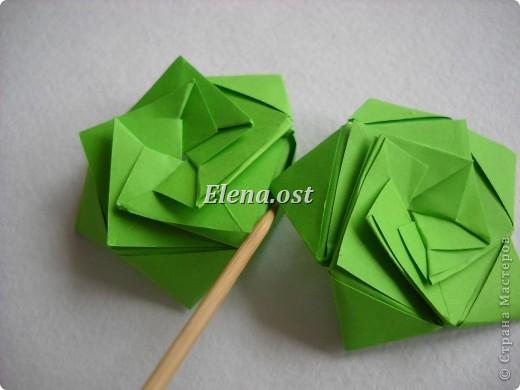 Кусудама Enrica. 60 модулей. Собираем 12 цветов-звездочек на клей по пять модулей. При квадрате 5Х5 см размер кусудамы 8 см, при 7Х7 см - 12 см. Бумагу лучше брать офисную для принтера или специальную для оригами. При копировании статьи, целиком или частично, пожалуйста, указывайте активную ссылку на источник! http://stranamasterov.ru/node/157778 http://stranamasterov.ru/user/9321  фото 28