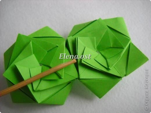Кусудама Enrica. 60 модулей. Собираем 12 цветов-звездочек на клей по пять модулей. При квадрате 5Х5 см размер кусудамы 8 см, при 7Х7 см - 12 см. Бумагу лучше брать офисную для принтера или специальную для оригами. При копировании статьи, целиком или частично, пожалуйста, указывайте активную ссылку на источник! http://stranamasterov.ru/node/157778 http://stranamasterov.ru/user/9321  фото 29