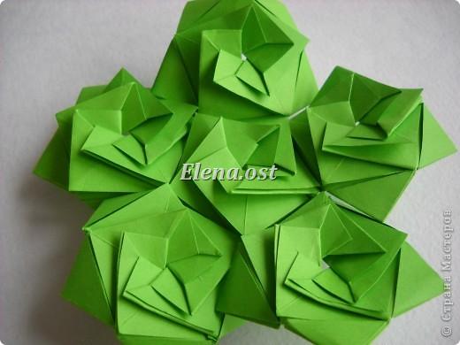 Кусудама Enrica. 60 модулей. Собираем 12 цветов-звездочек на клей по пять модулей. При квадрате 5Х5 см размер кусудамы 8 см, при 7Х7 см - 12 см. Бумагу лучше брать офисную для принтера или специальную для оригами. При копировании статьи, целиком или частично, пожалуйста, указывайте активную ссылку на источник! http://stranamasterov.ru/node/157778 http://stranamasterov.ru/user/9321  фото 31