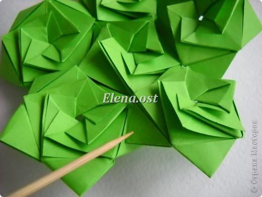 Кусудама Enrica. 60 модулей. Собираем 12 цветов-звездочек на клей по пять модулей. При квадрате 5Х5 см размер кусудамы 8 см, при 7Х7 см - 12 см. Бумагу лучше брать офисную для принтера или специальную для оригами. При копировании статьи, целиком или частично, пожалуйста, указывайте активную ссылку на источник! http://stranamasterov.ru/node/157778 http://stranamasterov.ru/user/9321  фото 32