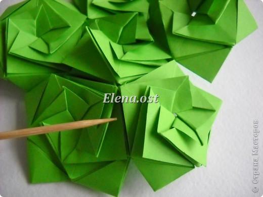 Кусудама Enrica. 60 модулей. Собираем 12 цветов-звездочек на клей по пять модулей. При квадрате 5Х5 см размер кусудамы 8 см, при 7Х7 см - 12 см. Бумагу лучше брать офисную для принтера или специальную для оригами. При копировании статьи, целиком или частично, пожалуйста, указывайте активную ссылку на источник! http://stranamasterov.ru/node/157778 http://stranamasterov.ru/user/9321  фото 33