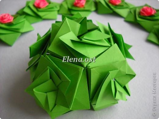 Кусудама Enrica. 60 модулей. Собираем 12 цветов-звездочек на клей по пять модулей. При квадрате 5Х5 см размер кусудамы 8 см, при 7Х7 см - 12 см. Бумагу лучше брать офисную для принтера или специальную для оригами. При копировании статьи, целиком или частично, пожалуйста, указывайте активную ссылку на источник! http://stranamasterov.ru/node/157778 http://stranamasterov.ru/user/9321  фото 34