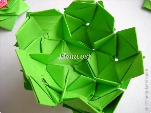 Кусудама Enrica. 60 модулей. Собираем 12 цветов-звездочек на клей по пять модулей. При квадрате 5Х5 см размер кусудамы 8 см, при 7Х7 см - 12 см. Бумагу лучше брать офисную для принтера или специальную для оригами. При копировании статьи, целиком или частично, пожалуйста, указывайте активную ссылку на источник! http://stranamasterov.ru/node/157778 http://stranamasterov.ru/user/9321  фото 35