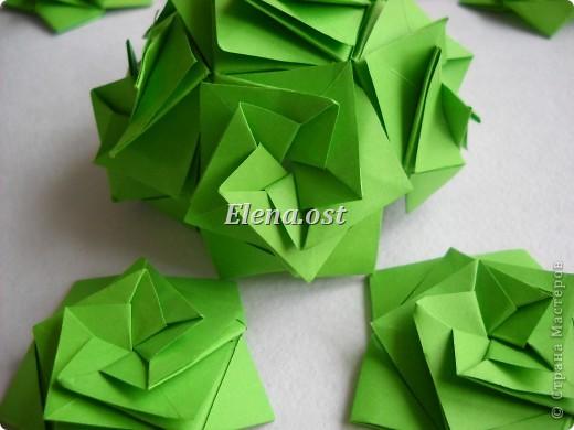 Кусудама Enrica. 60 модулей. Собираем 12 цветов-звездочек на клей по пять модулей. При квадрате 5Х5 см размер кусудамы 8 см, при 7Х7 см - 12 см. Бумагу лучше брать офисную для принтера или специальную для оригами. При копировании статьи, целиком или частично, пожалуйста, указывайте активную ссылку на источник! http://stranamasterov.ru/node/157778 http://stranamasterov.ru/user/9321  фото 36
