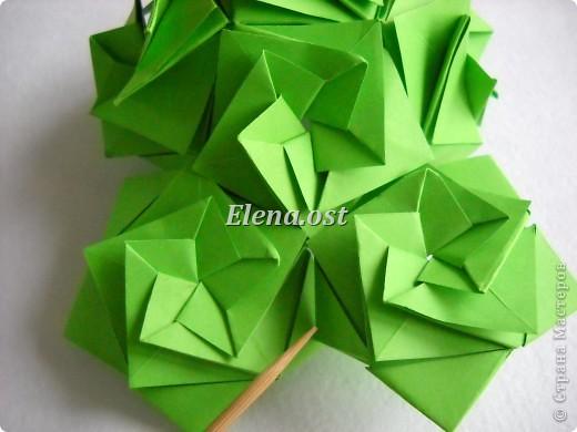 Кусудама Enrica. 60 модулей. Собираем 12 цветов-звездочек на клей по пять модулей. При квадрате 5Х5 см размер кусудамы 8 см, при 7Х7 см - 12 см. Бумагу лучше брать офисную для принтера или специальную для оригами. При копировании статьи, целиком или частично, пожалуйста, указывайте активную ссылку на источник! http://stranamasterov.ru/node/157778 http://stranamasterov.ru/user/9321  фото 37