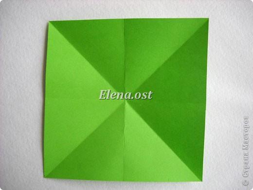 Кусудама Enrica. 60 модулей. Собираем 12 цветов-звездочек на клей по пять модулей. При квадрате 5Х5 см размер кусудамы 8 см, при 7Х7 см - 12 см. Бумагу лучше брать офисную для принтера или специальную для оригами. При копировании статьи, целиком или частично, пожалуйста, указывайте активную ссылку на источник! http://stranamasterov.ru/node/157778 http://stranamasterov.ru/user/9321  фото 4