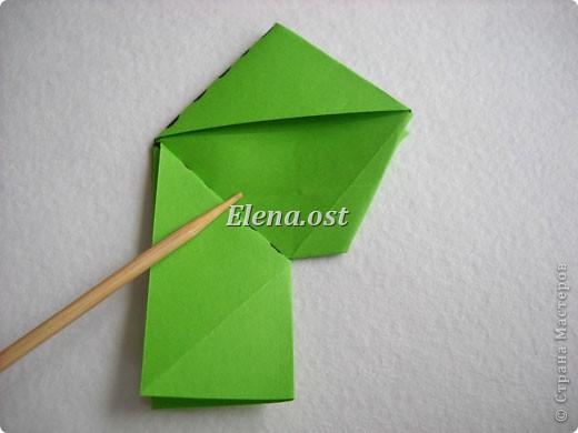 Кусудама Enrica. 60 модулей. Собираем 12 цветов-звездочек на клей по пять модулей. При квадрате 5Х5 см размер кусудамы 8 см, при 7Х7 см - 12 см. Бумагу лучше брать офисную для принтера или специальную для оригами. При копировании статьи, целиком или частично, пожалуйста, указывайте активную ссылку на источник! http://stranamasterov.ru/node/157778 http://stranamasterov.ru/user/9321  фото 13