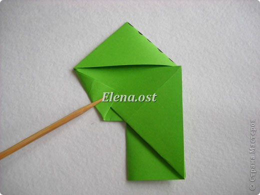 Кусудама Enrica. 60 модулей. Собираем 12 цветов-звездочек на клей по пять модулей. При квадрате 5Х5 см размер кусудамы 8 см, при 7Х7 см - 12 см. Бумагу лучше брать офисную для принтера или специальную для оригами. При копировании статьи, целиком или частично, пожалуйста, указывайте активную ссылку на источник! http://stranamasterov.ru/node/157778 http://stranamasterov.ru/user/9321  фото 14