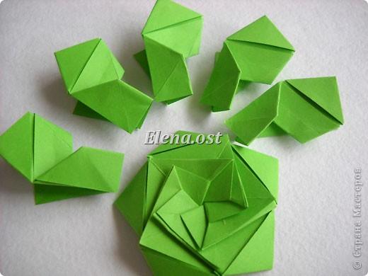 Кусудама Enrica. 60 модулей. Собираем 12 цветов-звездочек на клей по пять модулей. При квадрате 5Х5 см размер кусудамы 8 см, при 7Х7 см - 12 см. Бумагу лучше брать офисную для принтера или специальную для оригами. При копировании статьи, целиком или частично, пожалуйста, указывайте активную ссылку на источник! http://stranamasterov.ru/node/157778 http://stranamasterov.ru/user/9321  фото 15