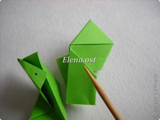 Кусудама Enrica. 60 модулей. Собираем 12 цветов-звездочек на клей по пять модулей. При квадрате 5Х5 см размер кусудамы 8 см, при 7Х7 см - 12 см. Бумагу лучше брать офисную для принтера или специальную для оригами. При копировании статьи, целиком или частично, пожалуйста, указывайте активную ссылку на источник! http://stranamasterov.ru/node/157778 http://stranamasterov.ru/user/9321  фото 16