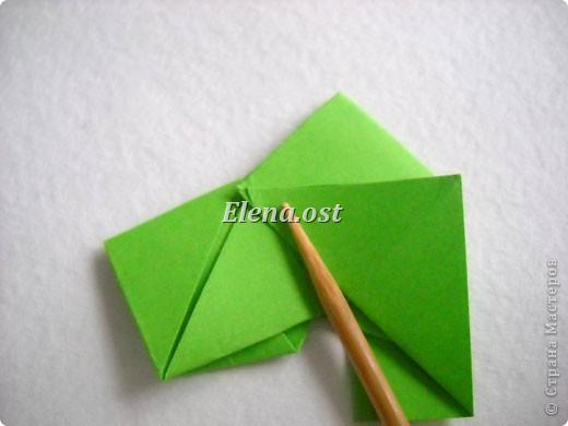 Кусудама Enrica. 60 модулей. Собираем 12 цветов-звездочек на клей по пять модулей. При квадрате 5Х5 см размер кусудамы 8 см, при 7Х7 см - 12 см. Бумагу лучше брать офисную для принтера или специальную для оригами. При копировании статьи, целиком или частично, пожалуйста, указывайте активную ссылку на источник! http://stranamasterov.ru/node/157778 http://stranamasterov.ru/user/9321  фото 18
