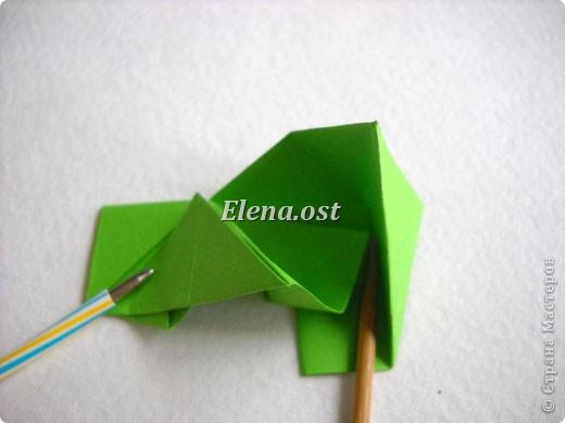 Кусудама Enrica. 60 модулей. Собираем 12 цветов-звездочек на клей по пять модулей. При квадрате 5Х5 см размер кусудамы 8 см, при 7Х7 см - 12 см. Бумагу лучше брать офисную для принтера или специальную для оригами. При копировании статьи, целиком или частично, пожалуйста, указывайте активную ссылку на источник! http://stranamasterov.ru/node/157778 http://stranamasterov.ru/user/9321  фото 19