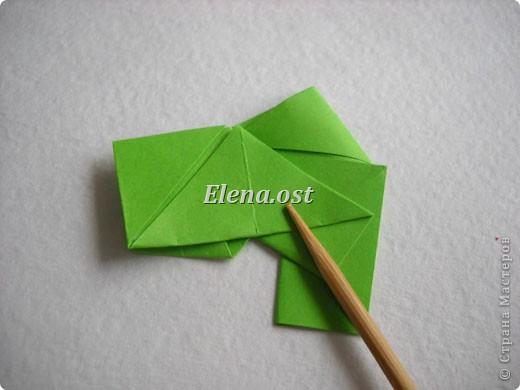 Кусудама Enrica. 60 модулей. Собираем 12 цветов-звездочек на клей по пять модулей. При квадрате 5Х5 см размер кусудамы 8 см, при 7Х7 см - 12 см. Бумагу лучше брать офисную для принтера или специальную для оригами. При копировании статьи, целиком или частично, пожалуйста, указывайте активную ссылку на источник! http://stranamasterov.ru/node/157778 http://stranamasterov.ru/user/9321  фото 20