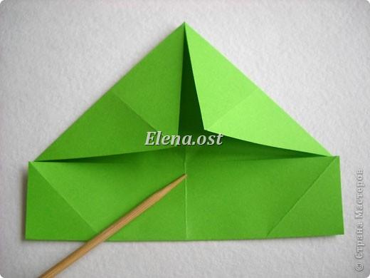Кусудама Enrica. 60 модулей. Собираем 12 цветов-звездочек на клей по пять модулей. При квадрате 5Х5 см размер кусудамы 8 см, при 7Х7 см - 12 см. Бумагу лучше брать офисную для принтера или специальную для оригами. При копировании статьи, целиком или частично, пожалуйста, указывайте активную ссылку на источник! http://stranamasterov.ru/node/157778 http://stranamasterov.ru/user/9321  фото 6