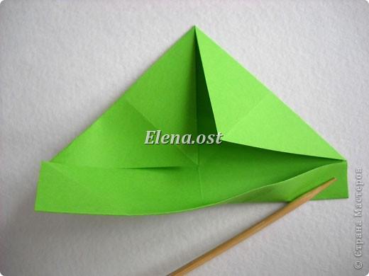 Кусудама Enrica. 60 модулей. Собираем 12 цветов-звездочек на клей по пять модулей. При квадрате 5Х5 см размер кусудамы 8 см, при 7Х7 см - 12 см. Бумагу лучше брать офисную для принтера или специальную для оригами. При копировании статьи, целиком или частично, пожалуйста, указывайте активную ссылку на источник! http://stranamasterov.ru/node/157778 http://stranamasterov.ru/user/9321  фото 7