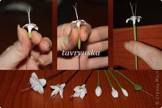 Мне очень понравилась работа AlenaGetman http://stranamasterov.ru/node/148372?tid=1629 собрала 3 веточки...но на этом не смогла остановиться...эта мелкая работа так меня увлекла,что решила сделать еще несколько..а в процессе сделала пару фотографий Конечно мои цветы несовершенны и с оригиналом не сравнить.. фото 5
