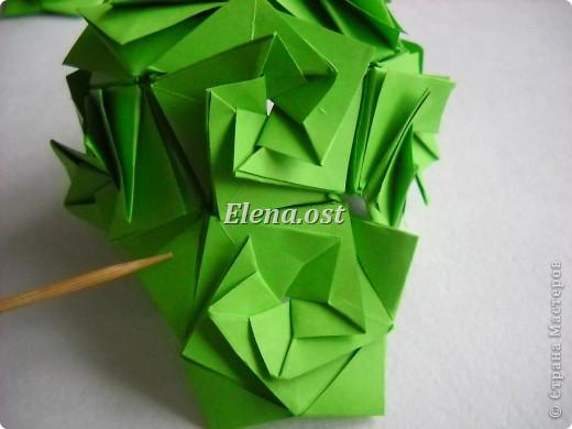 Кусудама Enrica. 60 модулей. Собираем 12 цветов-звездочек на клей по пять модулей. При квадрате 5Х5 см размер кусудамы 8 см, при 7Х7 см - 12 см. Бумагу лучше брать офисную для принтера или специальную для оригами. При копировании статьи, целиком или частично, пожалуйста, указывайте активную ссылку на источник! http://stranamasterov.ru/node/157778 http://stranamasterov.ru/user/9321  фото 43