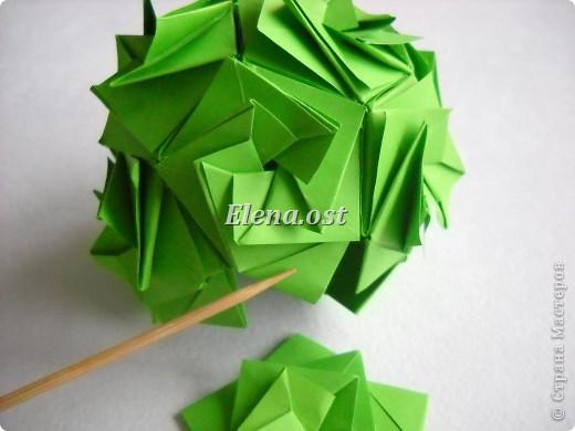 Кусудама Enrica. 60 модулей. Собираем 12 цветов-звездочек на клей по пять модулей. При квадрате 5Х5 см размер кусудамы 8 см, при 7Х7 см - 12 см. Бумагу лучше брать офисную для принтера или специальную для оригами. При копировании статьи, целиком или частично, пожалуйста, указывайте активную ссылку на источник! http://stranamasterov.ru/node/157778 http://stranamasterov.ru/user/9321  фото 47