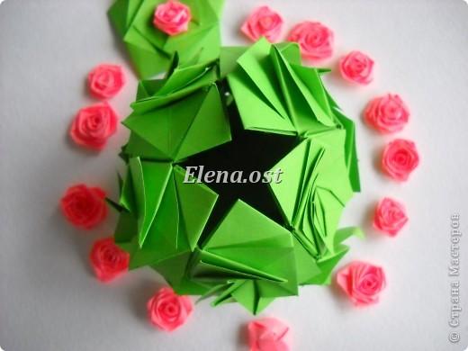 Кусудама Enrica. 60 модулей. Собираем 12 цветов-звездочек на клей по пять модулей. При квадрате 5Х5 см размер кусудамы 8 см, при 7Х7 см - 12 см. Бумагу лучше брать офисную для принтера или специальную для оригами. При копировании статьи, целиком или частично, пожалуйста, указывайте активную ссылку на источник! http://stranamasterov.ru/node/157778 http://stranamasterov.ru/user/9321  фото 48